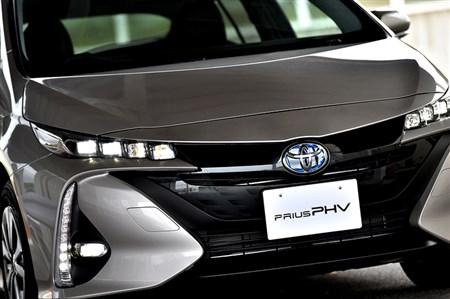 プリウスPHV初試乗 EV航続距離や最高速度など進化