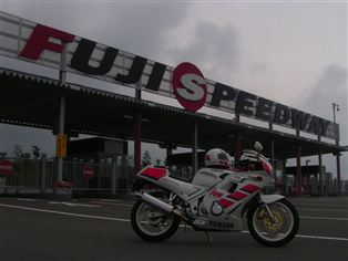 ヤマハ FZR250