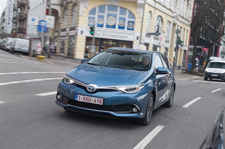 http://promotion.yahoo.co.jp/carview/toyota_auris_1605/?top=pc