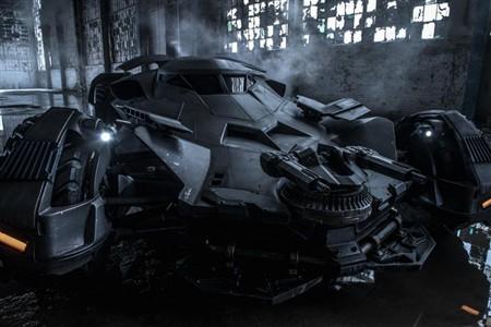 最新バットモービルの画像を公開