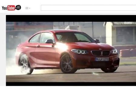 BMW、自動ドリフト技術を披露