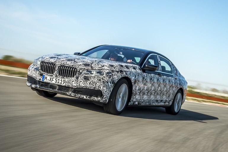 BMW、次期7シリーズを一部公開 カーボンボディで130kg軽量化