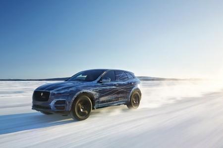 ジャガー 開発中SUVの最新映像を公開