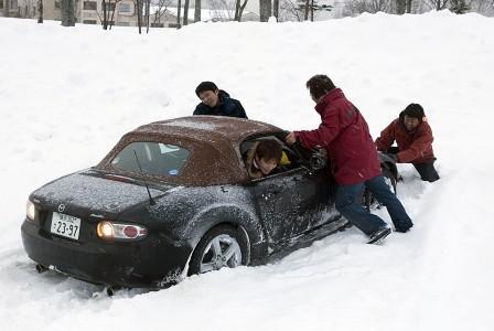 雪道でスタックしたときの脱出方法