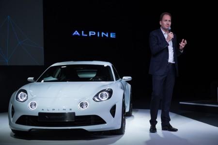 新型アルピーヌ、パリで初披露