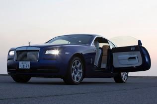 超高級車ならではのラグジュアリーな世界観に触れる