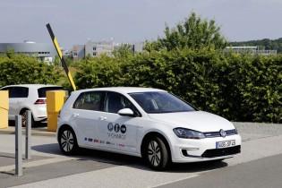充電までを全自動化した未来の駐車場