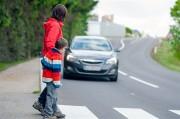 なぜ信号機のない横断歩道に歩行者がいても止まらないのか