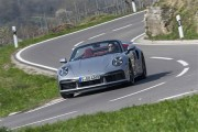 新型911ターボSは新シャシーや空力システムにタイヤ温度モニターまで装備して走りを進化させた