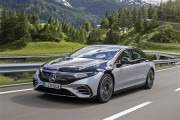 メルセデスがゼロから開発した本気の電気自動車「EQS」の完成度は…静けさだけでも買う価値あるかも!?