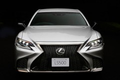 フラッグシップセダンの新型LS発売。980万円から