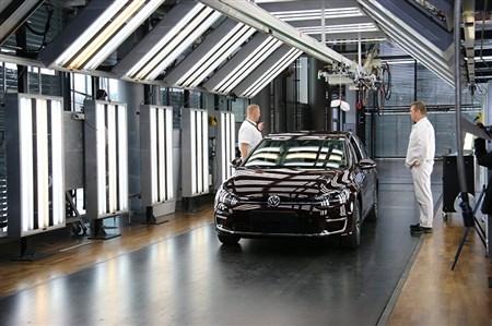 """ジュネーブMS &""""見せる""""VW EV工房を取材"""