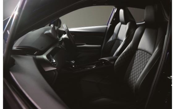 """G-T""""モードネロ セーフティプラス""""(特別仕様車)※写真はハイブリッド車です。"""