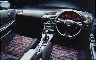 6速マニュアルミッションが自慢のトレノ1600DOHC20バルブシリーズ。スーパーストラットサスペンション+スタビライザー(フロント&リア)でコーナリングのパフォーマンスを高めている。