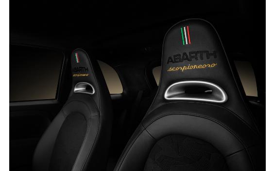 アバルト595 スコルピオーネオーロ(特別仕様車)