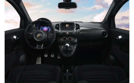 アバルト595 モメント(特別仕様車)