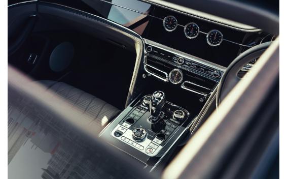 フライングスパー V8