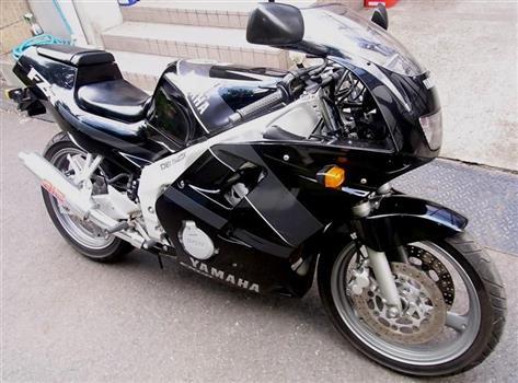 ヤマハ FZR250R_3LN3