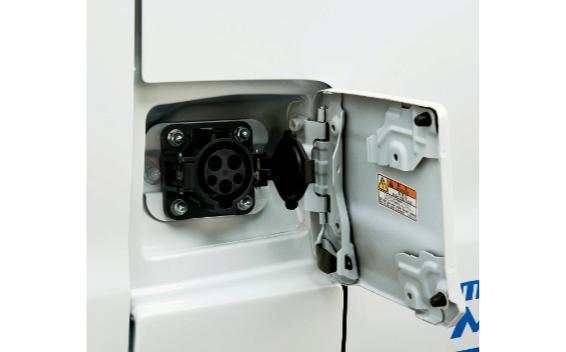 普通充電口(運転席側)