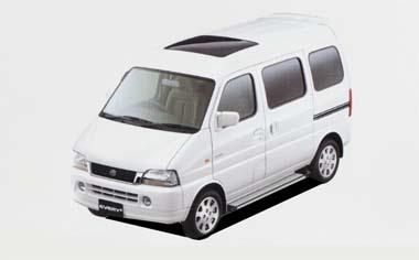 ボディタイプは1300cc7人乗りのみ。2WDと4WDにオートマチックミッションのみの組み合わせ。シンプルな構成となっている。