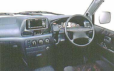 ドライバーズシートはクッションの形状にもこだわった快適仕様。個性的なメーターパネルや、カー ナビのビルトインを考慮したセンタークラスターなど、見やすさ、使いやすさを追求してる。