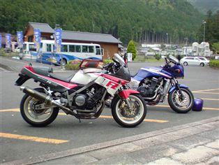 ヤマハ FZ750