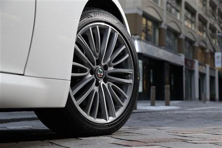 タイヤが変わればカーライフも変わる。グッ...