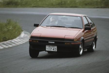 新型トヨタ86が登場も30年以上前のAE86(ハチロク)が超絶人気を誇るワケ