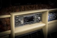 ジャガー&ランドローバー旧モデル用の純正インフォテインメントシステムがカッコいい