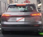 アウディの量産EV、e-tronを国内の公道走行中にスクープ