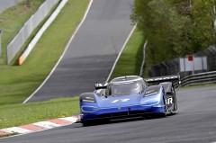 VW、電動レーシングカーで目指すはEVニュル最速