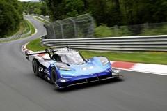 VW、ニュル最速記録更新。その裏側の人車一体の取り組みを明らかに