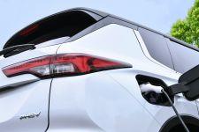 三菱が新型「アウトランダーPHEV」の国内発売をこの冬と発表! 全面刷新された三菱の大黒柱に期待