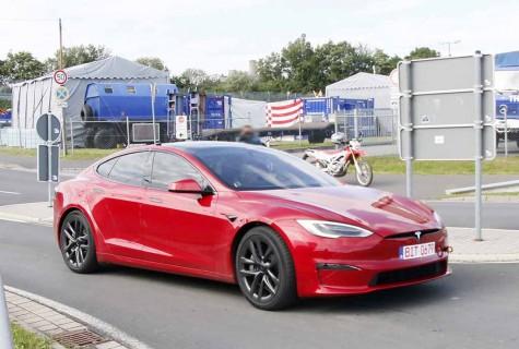 【スクープ】これぞ世界最速EVセダン! テスラ モデルS「ブレイド」、すでにタイカン超え!?