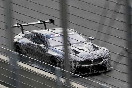BMW M8のレース版M8 GTEを披露