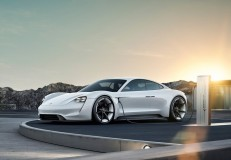 ポルシェ、次世代スポーツカーの名は「タイカン」 公式映像も公開
