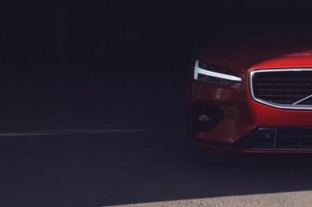 ボルボ、S60を6月20日にフルモデルチェンジ。エクステリアをチョイ見せ