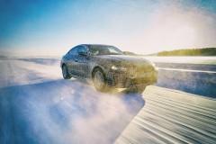 BMW、新型EV「i4」を予告。大容量、高出力の新開発バッテリー採用。価格次第でEV勢力図を塗り替えるか?