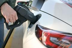 クルマの給油口は右と左意外と統一されてる?実は国産メーカーの左右混在は1社だけ?