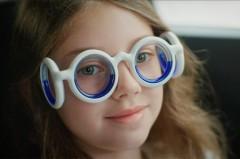 個性的なデザインが症状に効く!? シトロエンが乗り物酔いを軽減メガネを発表