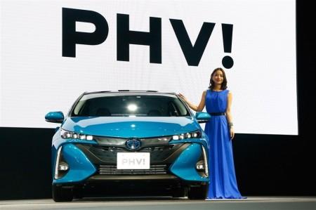 新型プリウスPHV 価格は326万円から