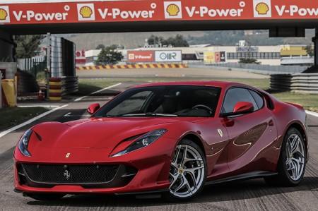 800ps 12気筒、フェラーリ 812スーパーファストの走り