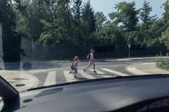 信号機なし横断歩道で危機一髪の事態! 世のドライバーたちに今一度注意喚起をさせてほしい